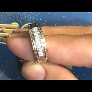 Men's size 10 10kt white gold diamond wedding band